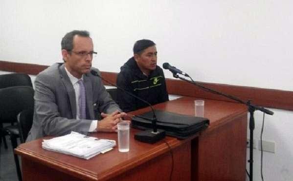 Thola en una de las instancias judiciales junto a su abogado. (Foto: VDM)